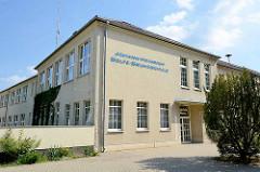 Gebäude / Eingang der Johann Heinrich Bolte Gesamtschule in Fehrbellin.