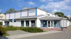 Veranstaltungsgebäude / Mehrzweckhalle -  Rhinhalle in Fehrbellin - Geschwister Scholl Straße.