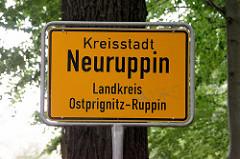 Ortsschild / Stadtschild Kreisstadt Neuruppin, Landkreis Ostprignitz-Ruppin