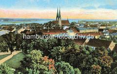 Historische colorierte  Luftansicht von Neuruppin - im Bildzentrum die Klosterkirche St. Trinitatis.