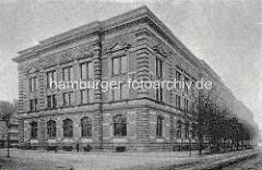 Alte Fotografie vom Naturhistorischen Museum am Steintorwall in der Hamburger Innenstadt - lks. Wohnhäuser bei den Mühren / Gängeviertel.