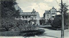 Altes Foto vom Marktplatz in Hamburg Winterhude - Grünanlage mit Fusswegen im Hintergrund Gründerzeitarchitektur.