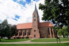 Klosterkirche Sankt Trinitatis - Das Gebäude ist eine gotische Backsteinkirche mit neugotischem Turmpaar. Die Kirche wurde ab der 1. Hälfte des 13. Jahrhunderts in mehreren Bauphasen errichtet.