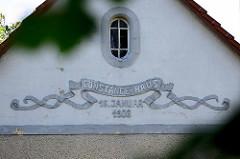 Constance-Haus in Wustrau,  erbaut 1908 - benannt nach  Constanze Gräfin Zieten-Schwerin. Damals als soziale Freizeiteinrichtung, jetzt Café.