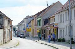 Geschäfte / Einzelhandel in der Berliner Straße / Fehrbellin.