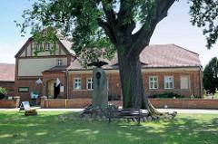 Heimatmuseum in Wustrau - ehem. Schulgebäude / re. Teil 1833 errichtet - lk. 1905