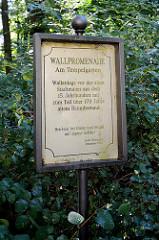 Wallpromenade Am Tempelgarten mit z. T. über 170 Jahre altem Baumbestand.