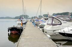 Sportboothafen / Marina auf der Müritz, Mecklenburg-Vorpommern.