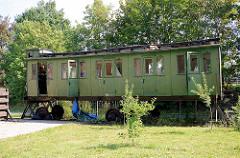Alter Personenwagen der Eisenbahn auf dem Gelände vom Alten Fehrbelliner Bahnhof.