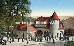 Historische Ansicht vom Rheinsberger Tor in Neuruppin; der 1914 errichtete Turm wurde dem von Schloss Rheinsberg nachempfunden.