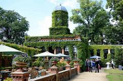 """Herrenhaus """"Türkische Villa"""" mit Wintergarten in Neuruppin. Alterssitz des Neuruppiner Kaufmanns Johann Christian Gentz, der ab 1853 den Tempelgarten in seiner heutigen Form begründet hat."""
