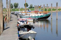 Sportboothafen / Marina in Hitzacker an der Elbe.