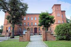 Stadtverwaltung / Rathaus der Stadt Neuruppin - ehem. Garnisionslazarett.