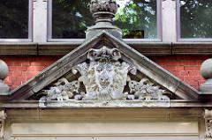 Fassadendekor am Landratsamt in Neuruppin; errichtet 1895 nach Entwürfen des Berliner Architekten Max Schilling.