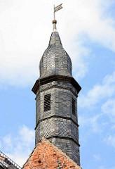 Turm mit Schieferschindeln - Siechenkapelle St. Laurentius in Neuruppin; erbaut 1491 - spätgotischer Backsteinbau.