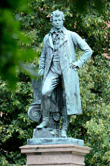 Denkmal Karl Friedrich Schinkel, der bedeutendste Architekt des deutschen Klassizismus, geboren 1781 in Neuruppin. Das Denkmal wurde 1883 errichtet, Bildhauer Max Wiese.