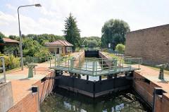 Schleuse in Altfriesack am Ruppiner Kanal - die Anlage steht unter Denkmalschutz.