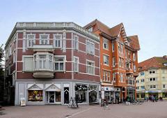 Historische Wohn- und Geschäftshäuser in der Holstenstraße von Cuxhaven.