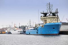 Versorgungschiff Blue Antares am Niedersachsenkai in Cuxhaven.