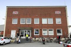 Architektur der 1960er Jahre, Verwaltungsgebäude am Heringskai in Cuxhaven - jetzt auch Sitz der Cuxhavener Tafel.