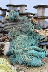 Fischernetze am Hansakai in Cuxhaven.