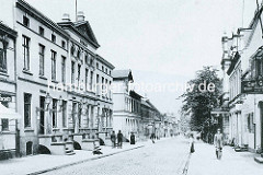 Historische Ansicht der Königsstraße in Wandsbek - lks. das alte Rathaus.
