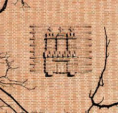 Hamburger Wappen - Ziegelstein, Backsteinfassade der Schule Lämmersieth in Hamburg Barmbek-Nord; erbaut 1930 - Architekt Fritz Schumacher.
