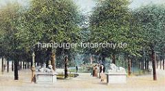 Alte colorierte Darstellung vom Wandsbeker Marktplatz - Löwenskulpturen am Eingang, Brunnenanlage.
