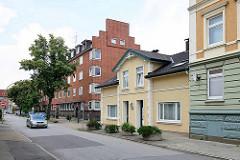 Mehrstöckige Wohnhäuser - Doppelhaus aus der Gründerzeit, Rektor Ritter Straße in Hamburg Bergedorf.