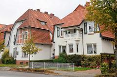 Villa im Heimatstil - Architektur zweite Hälfte des 19. Jahrhunderts; Krüppelwalmdach - Westerwischweg in Cuxhaven.