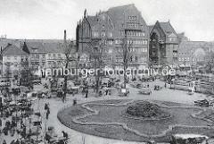 Marktstände auf dem Wandsbeker Marktplatz - Blick zur Wandsbeker Marktstraße; Straßenbahnen.