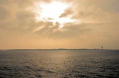 Morgen über  Neuwerk - Blick über das Wasser zur Insel.
