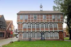 Lateinschule in Otterndorf - klassizistischer Fachwerkbau von 1614.