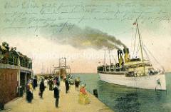 Coloriertes altes Bild vo der Alten Liebe in Cuxhaven - ein Passagierschiff legt an.