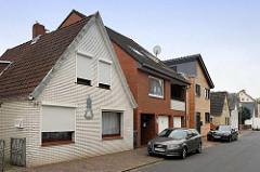 Einzelhäuser, Wohnhäuser in unterschiedlicher Bauform / Fassadengestaltung - Bernhardstraße in Cuxhaven.