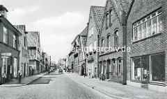 Altes Foto von der Marktstraße in Otterndorf - Wohnhäuser mit Geschäften.