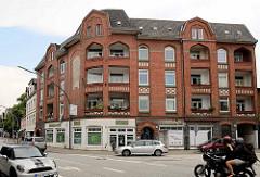Wohn- und Geschäftshaus an der Holtenklinker Straße / August Bebel Straße, erbaut 1908