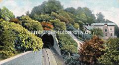 Historische, colorierte Ansicht vom Schellfischtunnel der Altonaer Hafenbahn am Elbberg; Einfahrt in den  961m langen Tunnel, der zum Altonaer Bahnhof führt.
