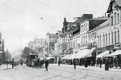 Alte Fotografie von der Hamburger Straße / Wandsbeker Chaussee - Geschäfte mit Markisen - Fahrradfahrer und Pferdebahn.