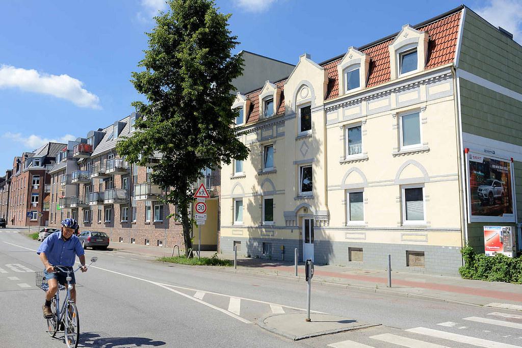 Gründerzeit  Und Moderne Architektur   Wohnhäuser, Wohnblocks Im  Weidenbaumsweg In Hamburg Bergedorf.