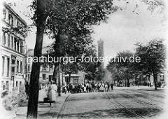 Hamburg Rothenburgsort in der Vorkriegszeit: Blick zum Wasserturm / Röhrendamm; Anwohner haben sich zum Gruppenfoto aufgestellt.