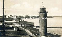 Altes Motiv vom Leuchtturm in Cuxhaven - Restaurant an der Alten Liebe; Blick auf die Deichpromenade und Kirchturm der Garnisionskirche.