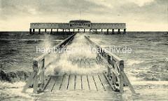 Historische Darstellung der Badebrücke und Restaurant See Pavillion in Duhnen an der Nordsee - Wellen schlagen durch die Holzfugen.