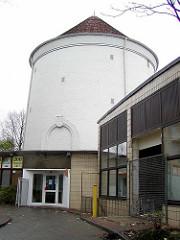 Leerstehender Luftschutzbunker / Zombeckbunker am ZOB in Hamburg St. Georg; das ehem. Schnellrestaurant kurz vor dem Abriss.