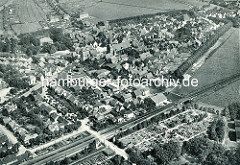 Historische Luftaufnahme von Otterndorf - im Bildzentrum die St. Severi-Kirche.