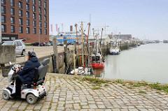 Blick auf den Alten Fischereihafen in Cuxhaven. Der Alte Fischereihafen wurde Anfang 2017 vom niedersächsischen Hafenbetreiber Niedersachsen Ports an die Cuxhavener Plambeck Holding verkauft.  Dieser Hafenbereich soll für touristische und gastronom