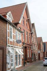 Wohnhäuser in einer schmalen Gasse in der Innenstadt von Otterndorf - Landeshäuser Straße