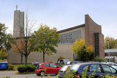 Katholische Kirche / Pfarrkirche  St. Marien in Cuxhaven; erbaut 1964 - Architekt Wilhelm Viehoff, Fenster Lothar Graf.