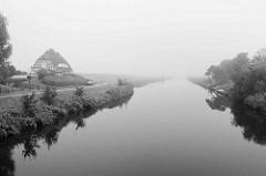 Nebellandschaft in Otterndorf - Blick über den Hadelner Kanal, Teil des Elbe-Weser-Schifffahrtsweg.