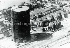 Hamburg Rothenburgsort damals: Luftaufnahme vom Gasometer am Vierländer Damm / Ausschläger Allee. Der Gasometer war einer der größten überirdischen Gasbehälter zur Speicherung von Stadtgas Mitteleuropas. Der Turm hatte eine Höhe von 108 m und ein